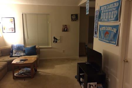 Quiet apt, free bus ride to campus - Chapel Hill - Apartment