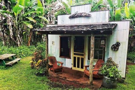 Old West Themed Saloon/Hotel/Bathhouse - Pāhoa