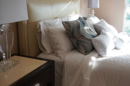 Private master luxury suite with golf course view - Condominium