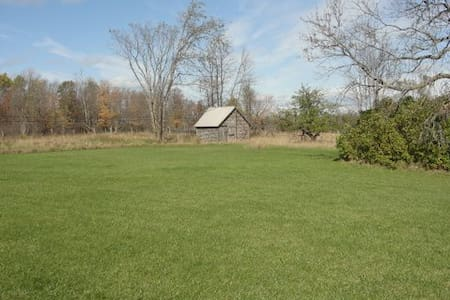 Country Retreat on 17 acres on the Kagawong River - Gore Bay - House