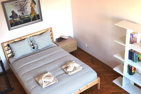 Bright Room at the Heart of Vilnius - Vilnius - Apartment