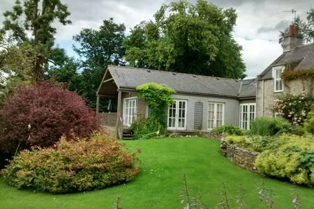 Exceptional Riverside Cottage - Casa