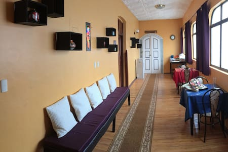 Colonial Guest Suites - #A - Cuenca - Bed & Breakfast