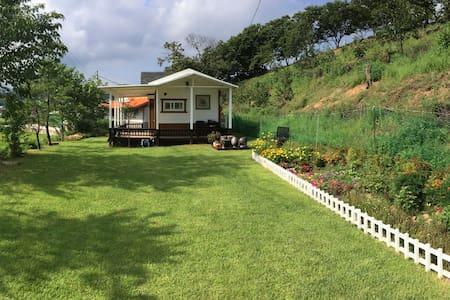 하조대 펜션 (150평형, 단독사용, 잔디마당) - Hyeonbuk-myeon, Yangyang-gun - Casa