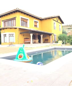 Luxury Villa with Pool, 1 hour driving from Madrid - Haus