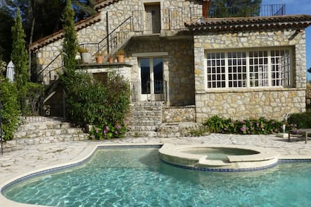 Charming villa - perfectly located - Vila