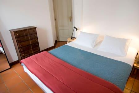 132 Guest House - Quarto Nº1 _ Zambujeira do Mar - Casa