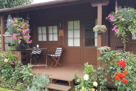 Comfortable Self Contained Chalet close to LHR - Staines-upon-Thames - Alpehytte