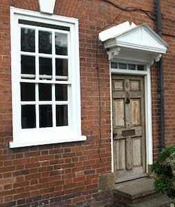 Ludlow 3 bed central townhouse - Casa