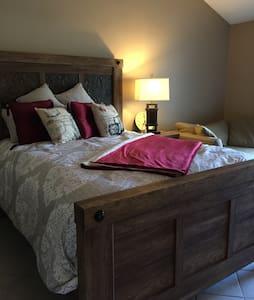 Private : Master QueenBed/Bath Suite: Laguna Hills - Laguna Hills