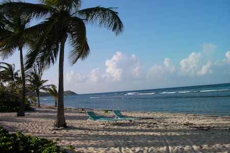 Toes in the Water, Sea View 2 BR condo