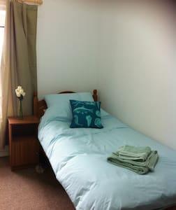 Single Room and Shared Bathroom - Hus