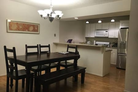 Cozy Private Bed & Bathroom - Glendale - Apartment