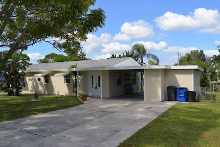 Fort Myers Waterfront Home - Bungalow