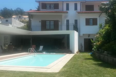 Quarto em casa com piscina em Vale de Cambra - Rumah