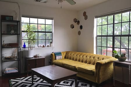Local Vibes on the East Side - Apartamento