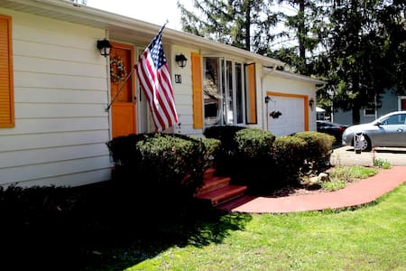 Single room Spacious Home in Picturesque Fredonia - Maison