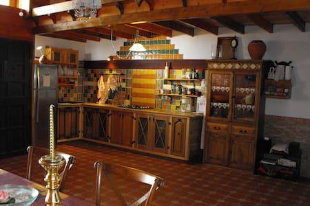 La casa de Tila (Sauna, arte y confort en madera). - La Aldea de San Nicolás
