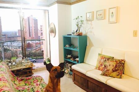 fácil transporte, espacio tranquilo - Bogotá - Appartamento