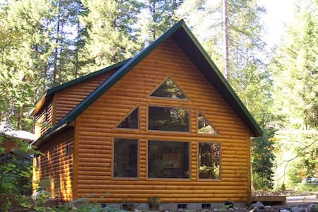 Mt Hood Cabin has Hot Tub & Fireplace - Rhododendron