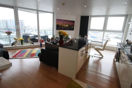 Luxury double room at 20mins from Central London - Londra - Appartamento
