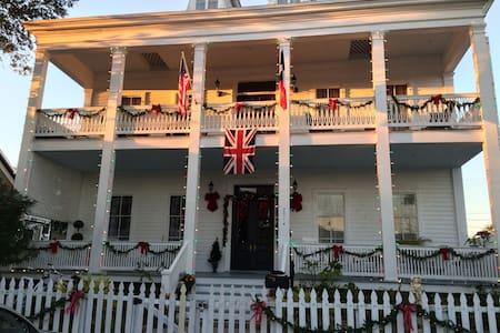 3rd Floor Suite in Historic Mansion - Galveston