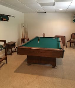 Roomy and private daylight basement - Watkinsville - Hús