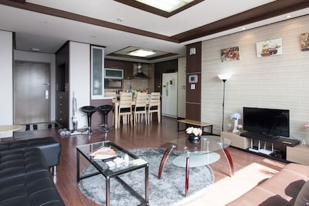 Luxury Convenience 3R 2BR Family - Apartment