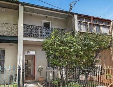 Comfy & clean dbl bdrm in Pyrmont - House
