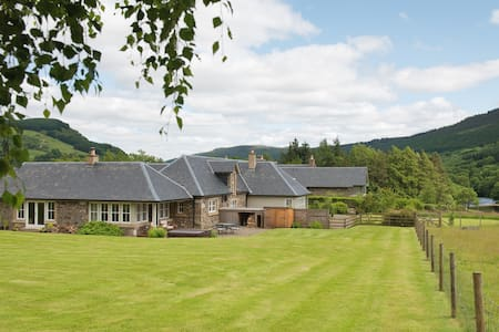 Croftgarrow Steading 5 Star Luxury - Fortingall