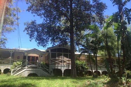 Semi-rural Queenslander Style Home on 1 acre - Hus