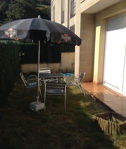 Apartamento con jardín a 10 min de Cabárceno - La Cueva - Pis