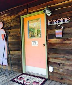 Cozy Nashville Cabin - Goodlettsville - Srub