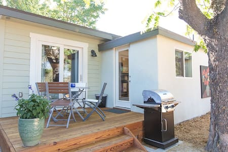 New To VRBO! 3 Short Blocks To Downtown - Paso Robles - Bungalow