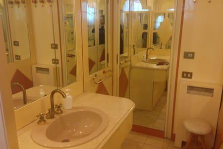 Top 20 rome vacation rentals vacation homes condo - B b barcellona centro bagno privato ...