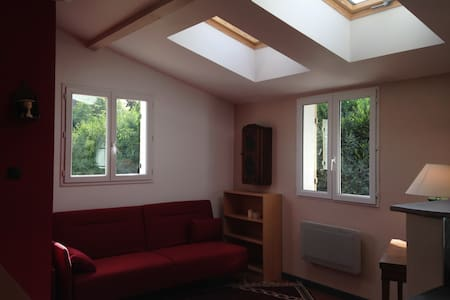Studio Neuf Meublé dans une maison - Apartment