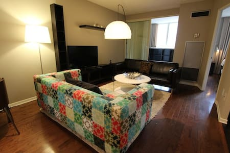 Den in the center of Downtown - Toronto - Apartment