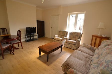 3 bed terrace house sleeps up to 10 - Shotton Colliery - Casa
