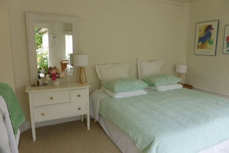 Sunny annex bedroom in Havelock Nth - House