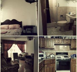 Se alquila habitación  con baño privado en casa - Huis