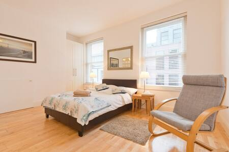 C Studio with double bed+ guest bed