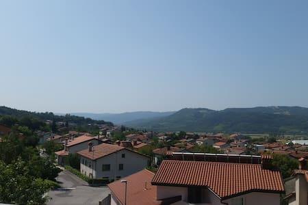 Sunny townhouse - Rumah