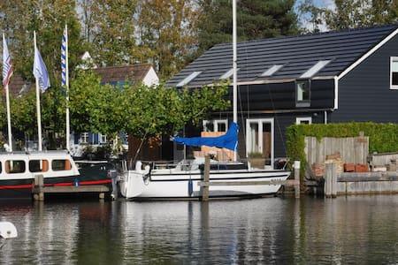 Comfortabel appartement aan het water nabij Sneek - Uitwellingerga