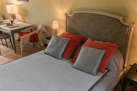 LES NUITS PAPILLONS - Beaumont-du-Gâtinais - Guesthouse