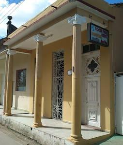 Hostal Doña Anita - Haus