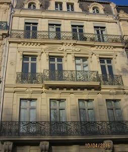 Chambre indépendante coeur de ville - Béziers - Apartment