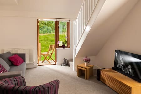 The Ash, Deluxe Apartment, Malvern, Sleeps 2 - Mathon