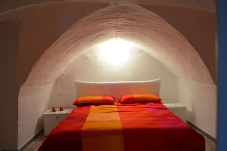 Peaceful room in the ancient plaza - Ceglie Messapica - Appartement