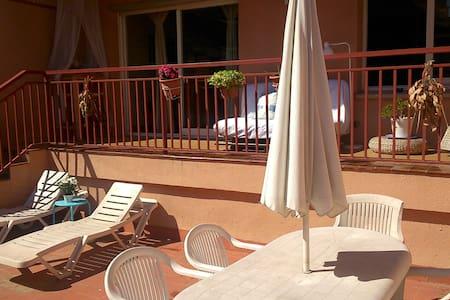 Bright sunny apartment in center of Barcelona. - Barcelona - Apartment