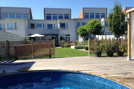 Large house with pool for family! - Ystad - Casa